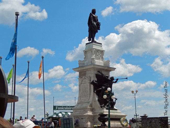 QOQ-statue1